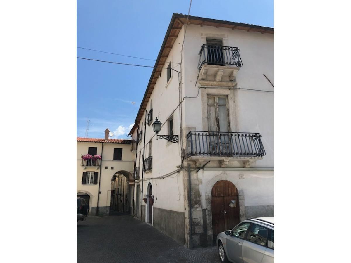 Stabile o Palazzo in vendita in centro storico  a Sulmona - 5540984 foto 1