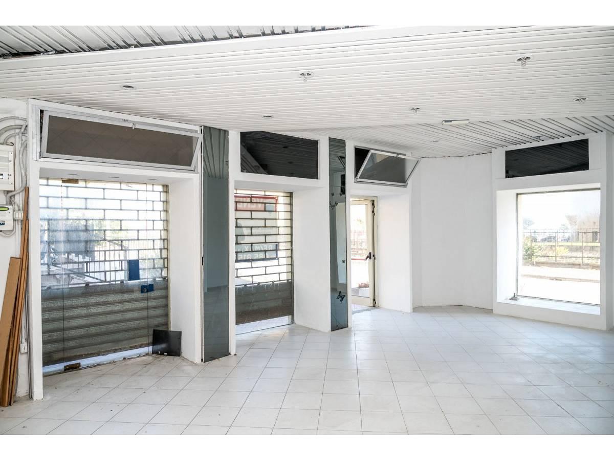Negozio o Locale in vendita in Via Duca degli Abruzzi 220  a Francavilla al Mare - 1623565 foto 3