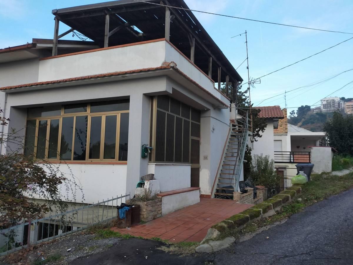 Casa indipendente in vendita in Via dei Platani 30/32 zona Mad. Angeli-Misericordia a Chieti - 241831 foto 1