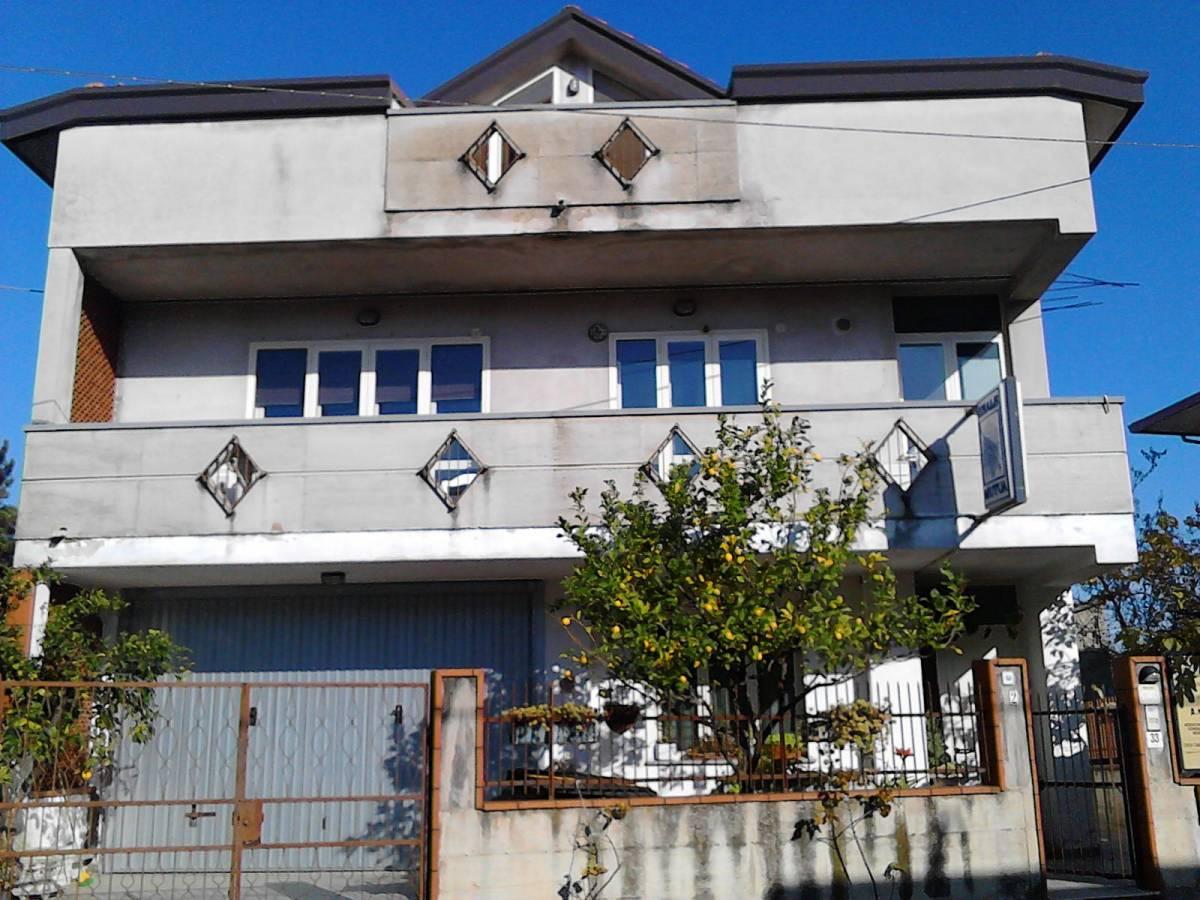 Casa indipendente in vendita in VIA MANCININI, 33  a Ortona - 5300164 foto 1