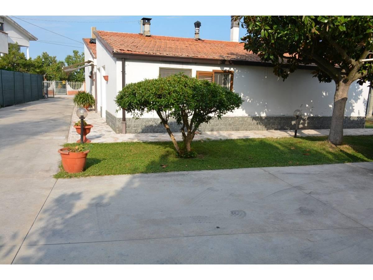 Casa indipendente in vendita in Via Giovanna D'Arco 27  a Cepagatti - 2910578 foto 1
