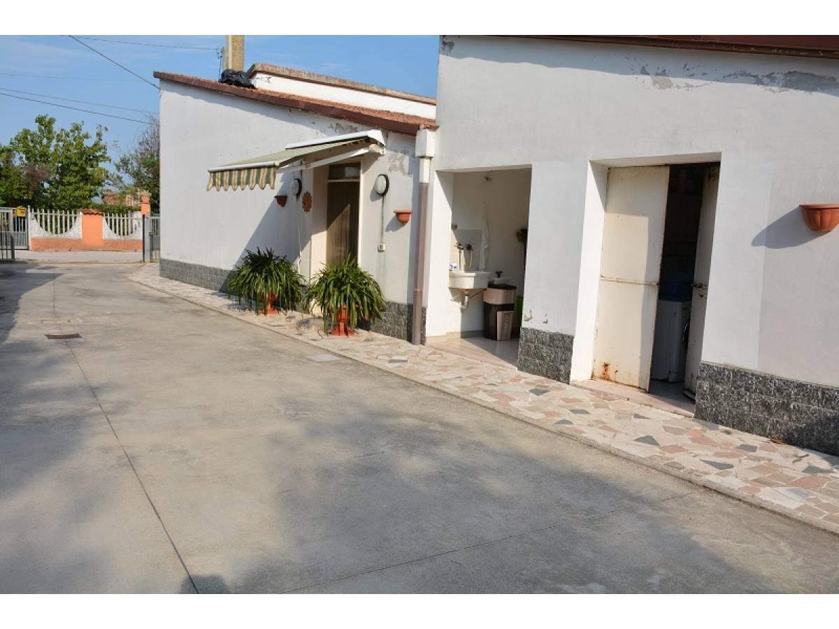 Casa indipendente in vendita in Via Giovanna D'Arco 27  a Cepagatti - 2910578 foto 2
