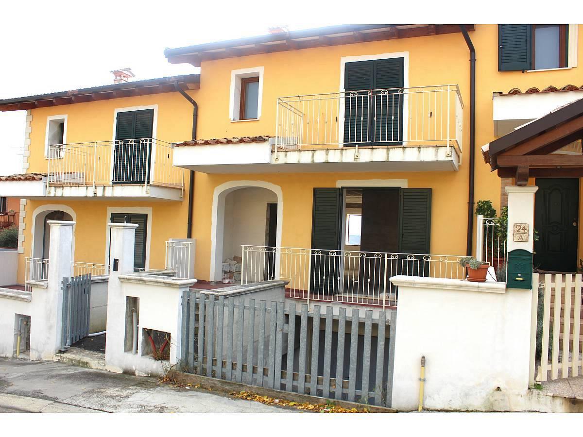Villa a schiera in vendita in Via E. Berlinquer 26  a Loreto Aprutino - 3029384 foto 1