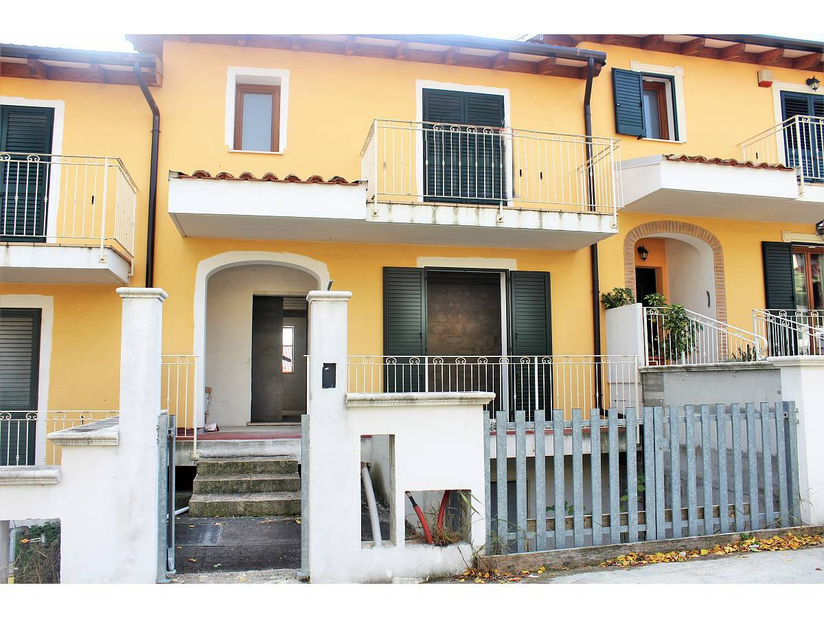Terraced house for sale in Via E. Berlinquer 26  at Loreto Aprutino - 3029384 foto 2