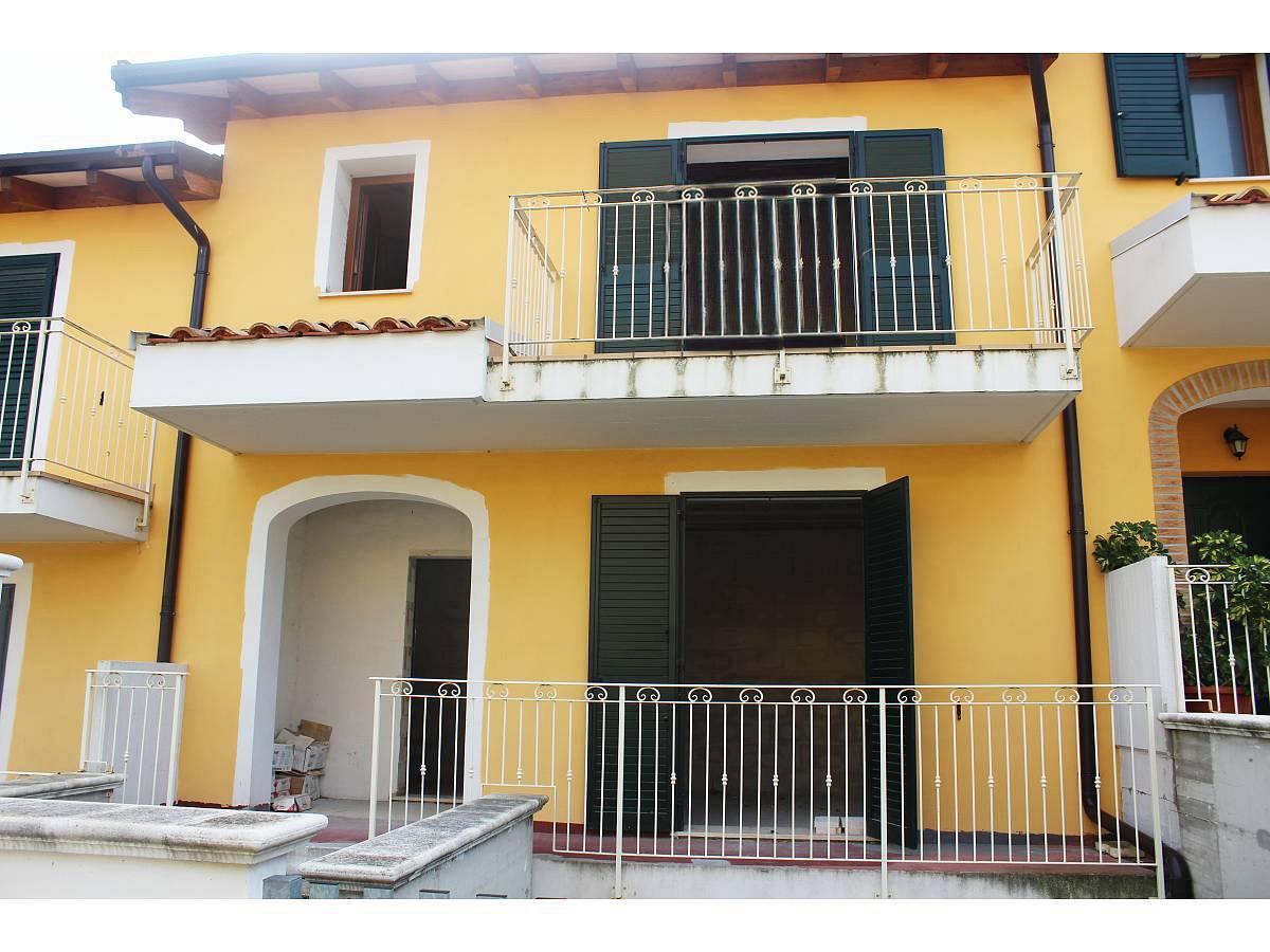 Villa a schiera in vendita in Via E. Berlinquer 26  a Loreto Aprutino - 3029384 foto 3