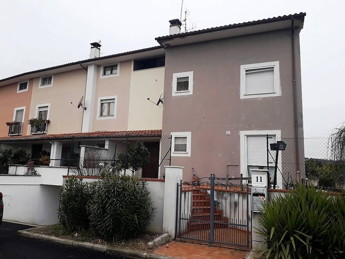Villa a schiera in vendita in via pietro nenni  a Bellante - 2488525 foto 1