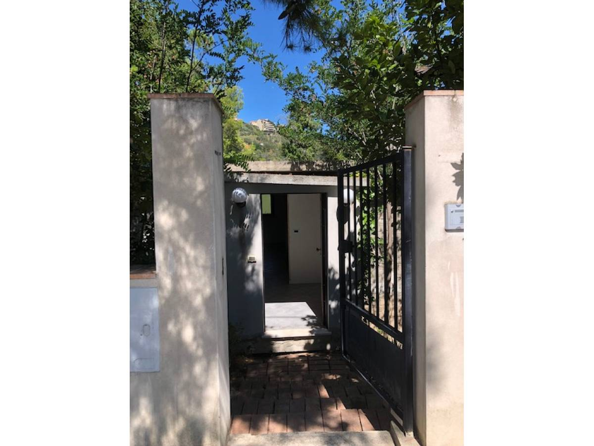 Casa indipendente in vendita in strada Peschiera zona S. Barbara a Chieti - 3098594 foto 1