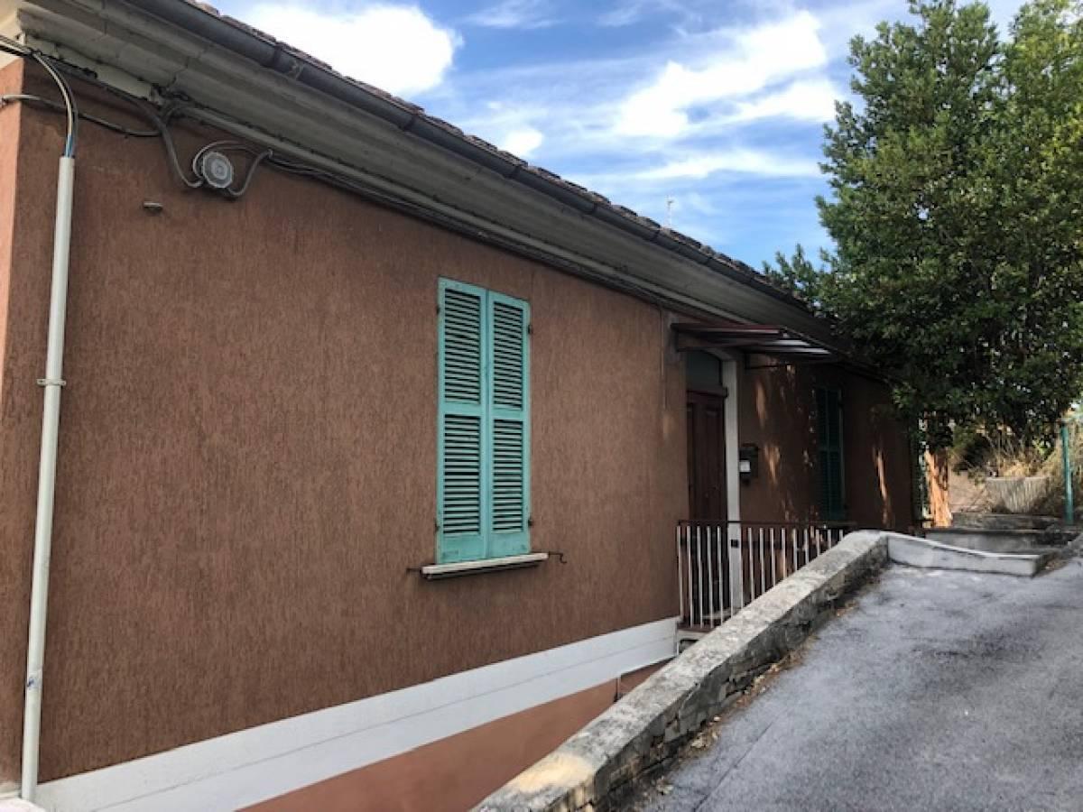 Casa indipendente in vendita in via Nicolodi zona Porta Pescara - V. Olivieri a Chieti - 8702712 foto 1