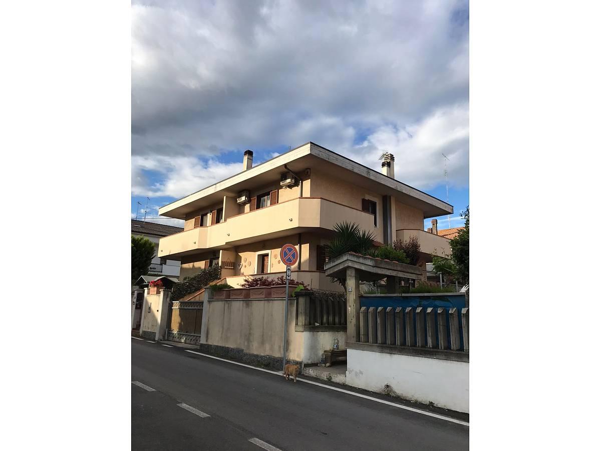 Villa a schiera in vendita in via pascoli  a Cappelle sul Tavo - 1811887 foto 1